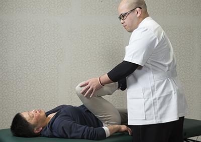 当院独自の機械と手による検査で痛みの原因を特定