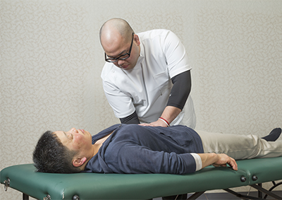 膝痛の原因となる骨盤からバランスを整えることで再発まで防ぐ