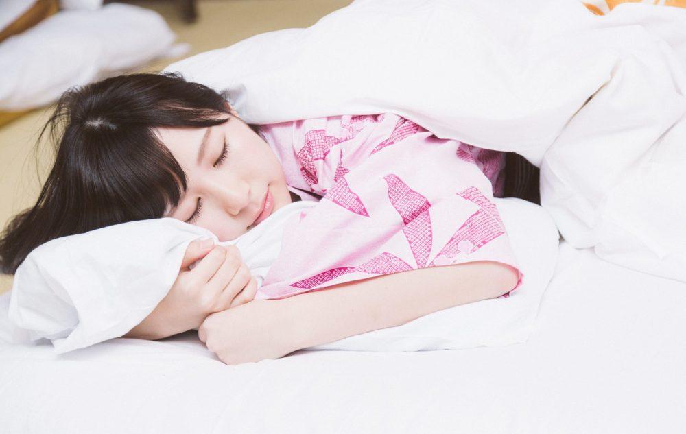 うつ伏せで寝ると、腰痛になる原因は股関節にあった!「大分駅前整体院」