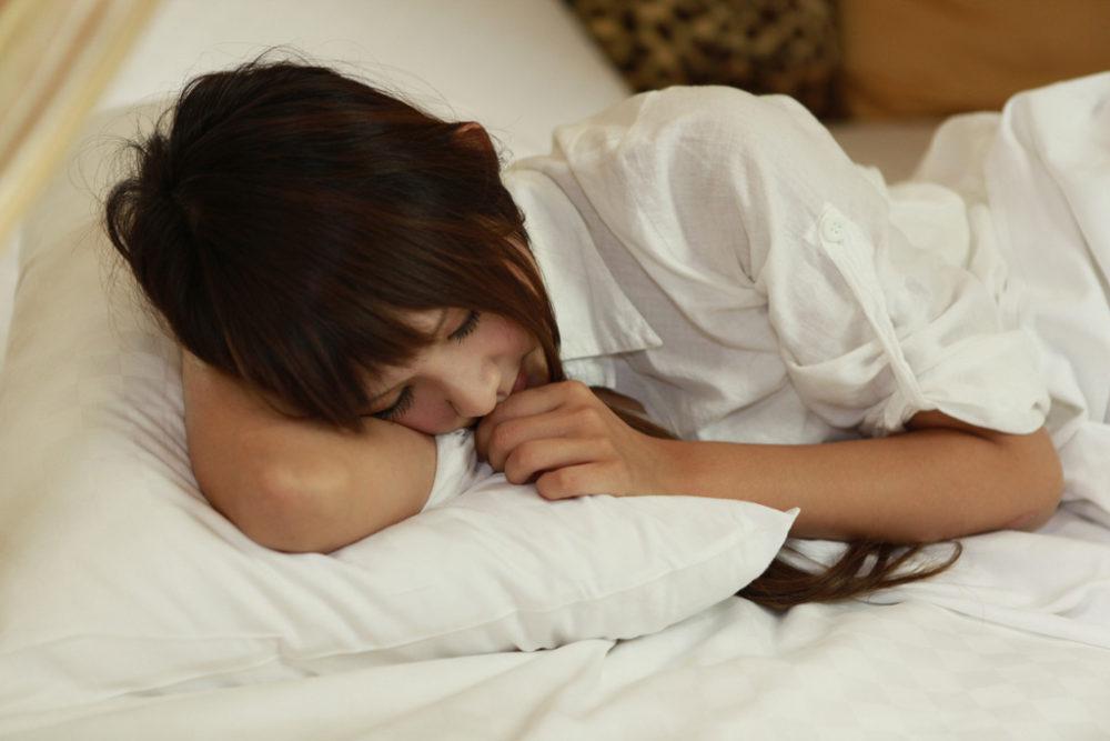 朝起きてから感じる頭痛や肩こりの原因は合わない枕にあった!